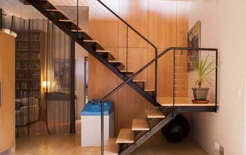 Как можно выполнить дизайн холла с лестницей?