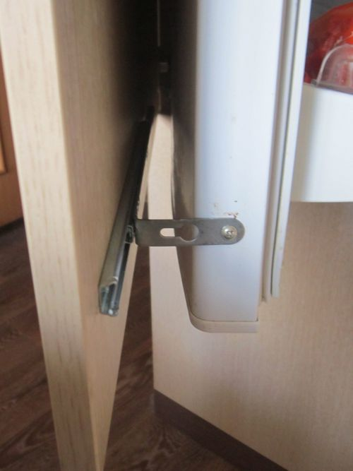 Как убрать запах из холодильника в домашних условиях легко и просто? поверенные способы избавления от запаха из холодильника