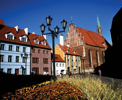 Латвия: продавцы продают, а покупатели не покупают