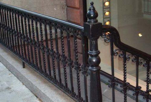 На что следует обратить внимание при покупке перил для лестницы