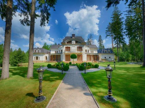 На рублевке продается золотой дворец за 100 млн долларов. фото
