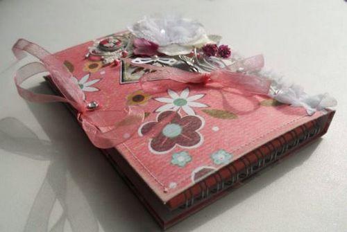Подарок подруге на день рождения своими руками: записная книжка из бумаги в технике скрапбукинга или ароматная соль для ванны с маслами