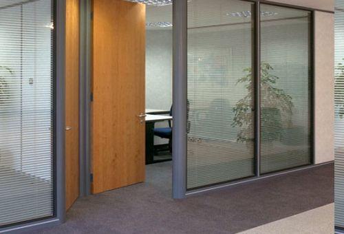Стеклянные офисные перегородки: новое решение организации пространства