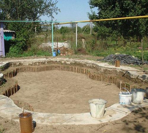 Строим детский бассейн на участке своими руками