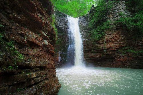 Уголок с... водопадом