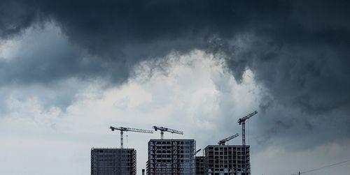 Все лето дожди. как погода влияет на покупку и продажу квартир
